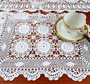 Crochet Placemats. Sun Flowers Designs. White / Ecru colored.